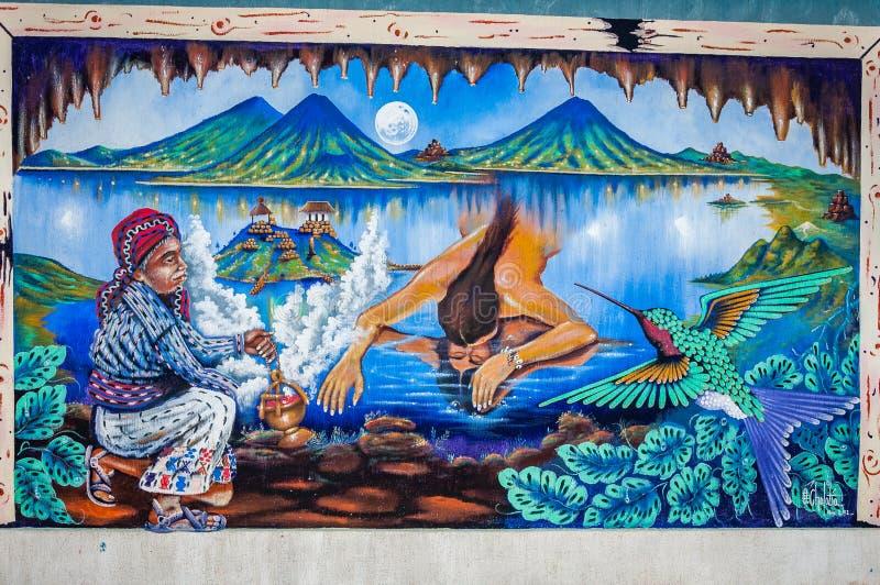 Wandgemälde, das Mayalegenden auf einer Hausmauer in San Juan La Laguna, Guatemala darstellt lizenzfreies stockfoto