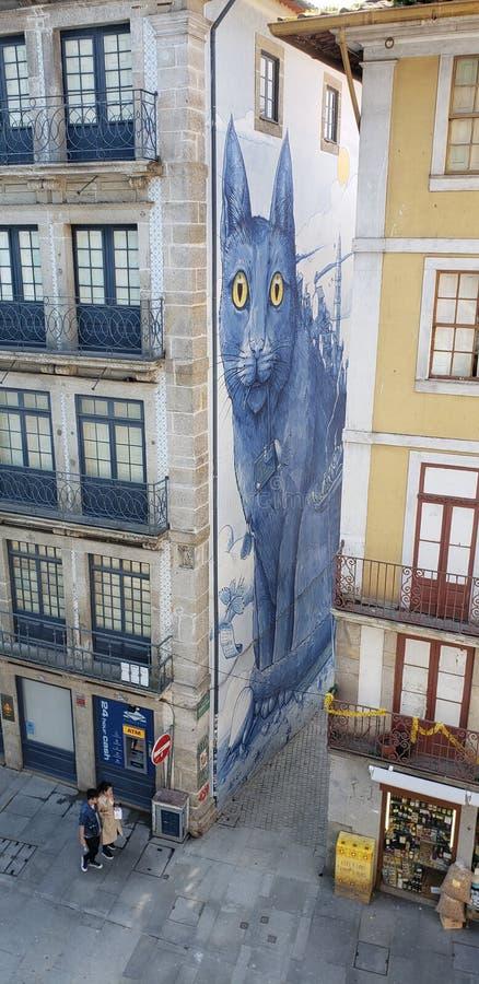 Wandgemälde der blauen Katze in Porto Portugal lizenzfreies stockfoto