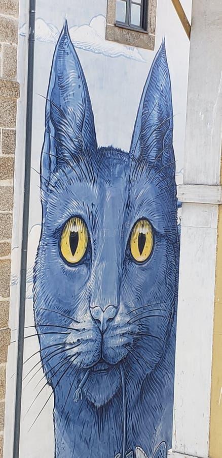 Wandgemälde der blauen Katze in Porto Portugal stockbild