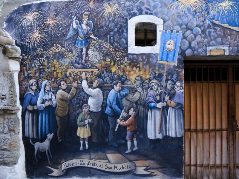 Wandgemälde in einer kleinen Stadt von Italien lizenzfreie stockfotos