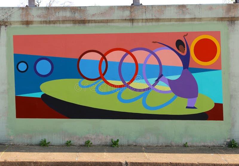 Wandgemälde einer Tanzen-Ballerina auf einer Brücken-Unterführung auf James Rd in Memphis, Tn stockfoto