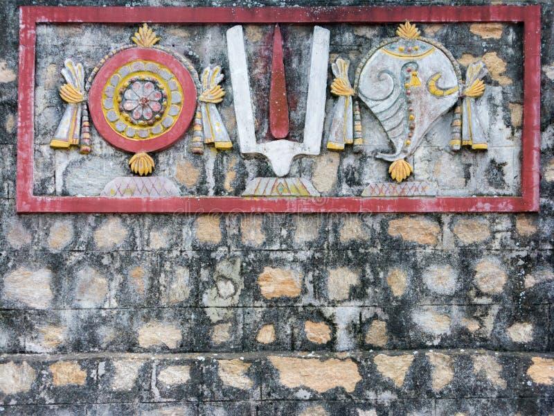 Wandgemälde Shanka, Chakra und Tilak auf Tempel-Wand lizenzfreie stockbilder