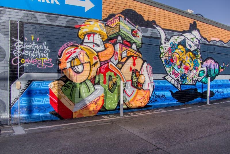 Wandgraffiti Goldmantel-Queenslands Australien am 20. Oktober 2018 ummauern Kunst von bunten Teetöpfen und -katze im Parkplatz lizenzfreies stockfoto