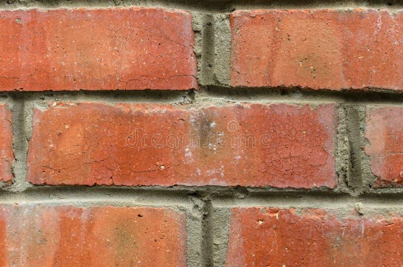 Wandhintergrund des roten Backsteins mit Details stockfoto