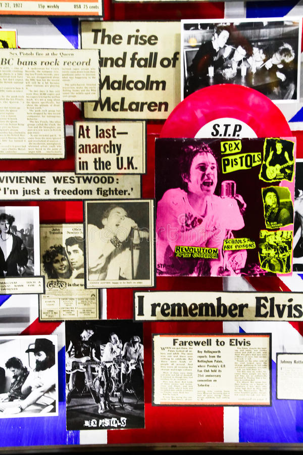 Wandplakat durch berühmte Punkband SEX PISTOLS stockfotos