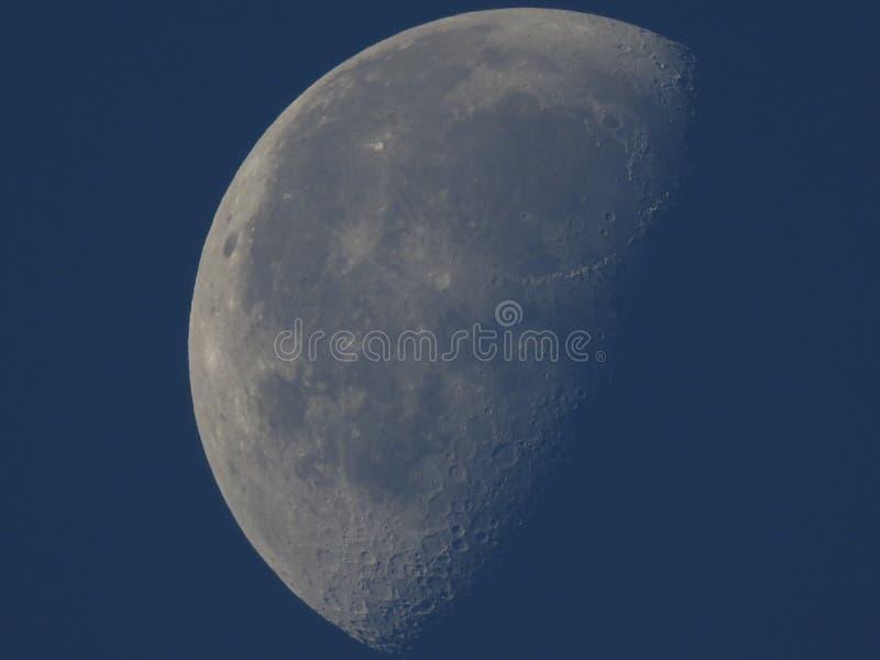 Waning Gibbous луна около последней четверти стоковое изображение rf