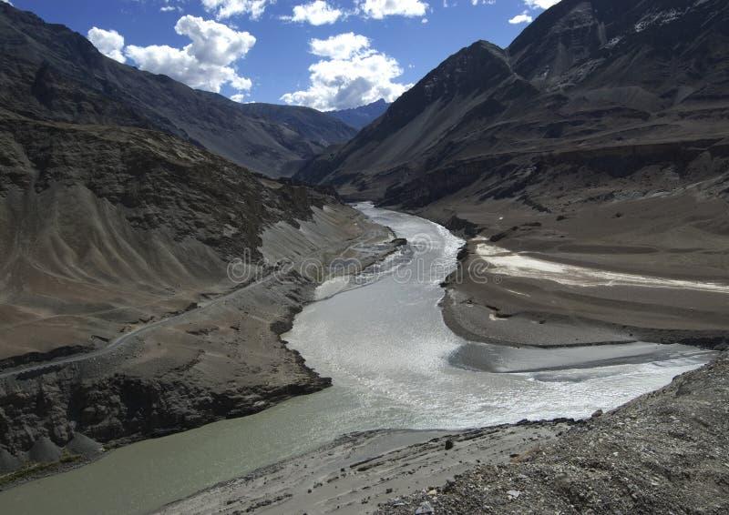 Wanneer Zanskar Indus ontmoet stock foto