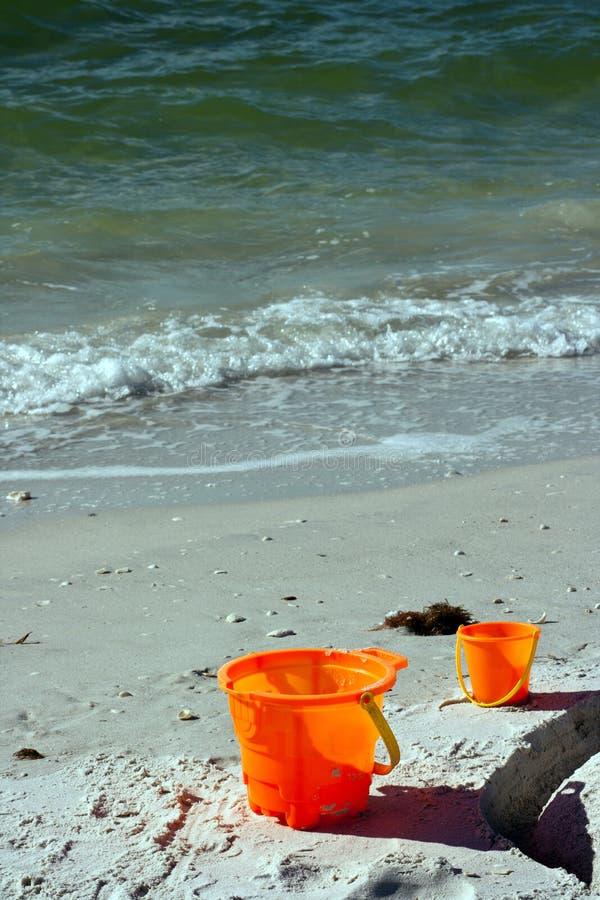 Wannen auf einem Strand lizenzfreies stockfoto