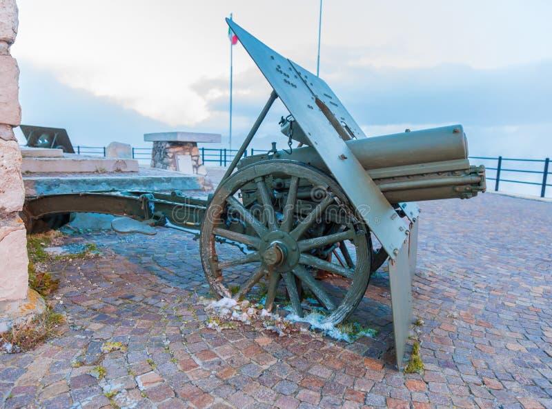 Wapen in oorlog wordt gebruikt, als onderwerp van geschiedenis die nu bij St wordt gedeponeerd stock afbeelding