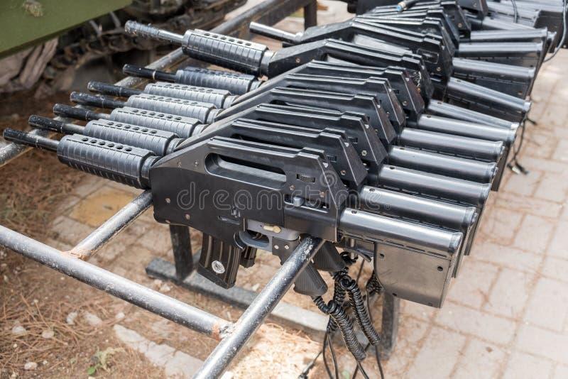 Wapens voor het spel van de Lasermarkering bij Gepantserde de Korpsen Herdenkingsplaats van Latrun royalty-vrije stock afbeelding