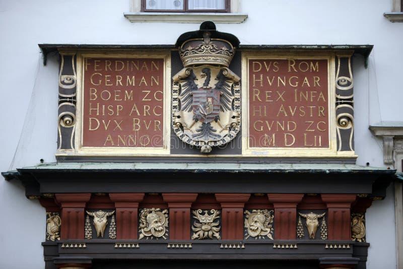 Wapenschild van de monarchie van Habsburg in Hofburg in Wenen royalty-vrije stock fotografie