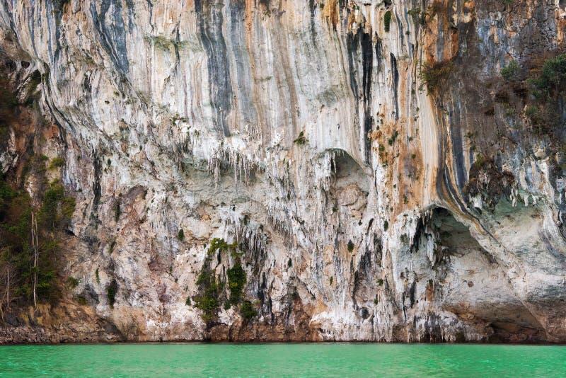 Wapień góry w Khao Sok parku narodowym obraz stock