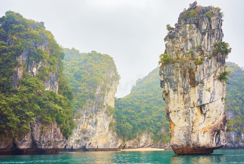 Wapień skały w brzęczeniach Tęsk Podpalany Wietnam Azja fotografia stock