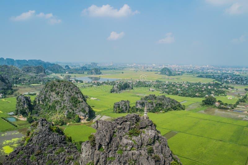 Wapnia krajobraz z Ryżowymi irlandczykami i widok na wioskach fotografia royalty free