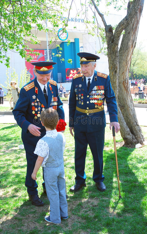 Download War Veterans Receive Flowers Editorial Photography - Image: 30890972