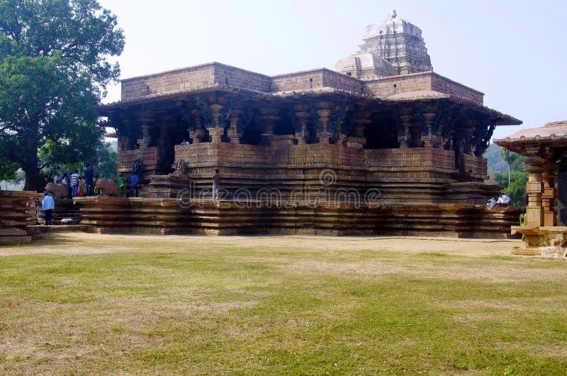 WARANGAL, TELANGANA, INDIA, December 2014, Toerist bij Ramappa-Tempel, Palampet stock foto