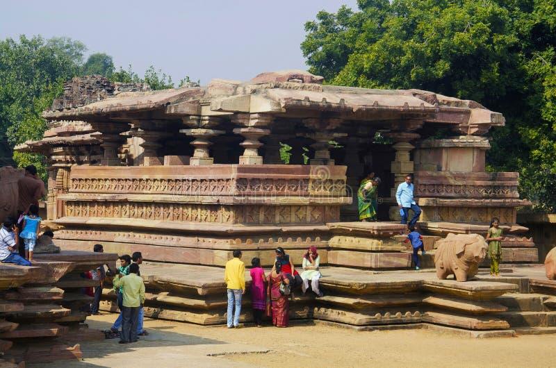 WARANGAL, TELANGANA, la INDIA, diciembre de 2014, turista y devotos en el templo de Ramappa, Palampet fotografía de archivo libre de regalías