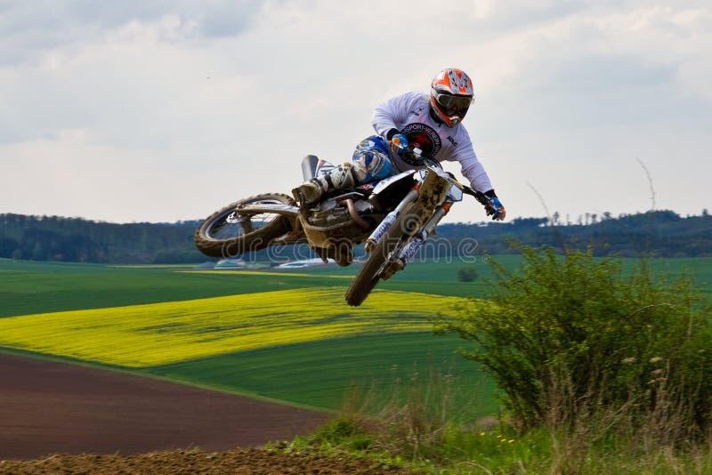 Warching Tyskland - Juni 29, 2019: Motocrossutbildning i Warching arkivbilder