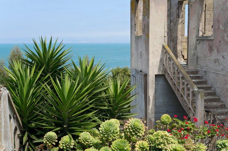 Warden Дом и сад на Alcatraz стоковое изображение rf