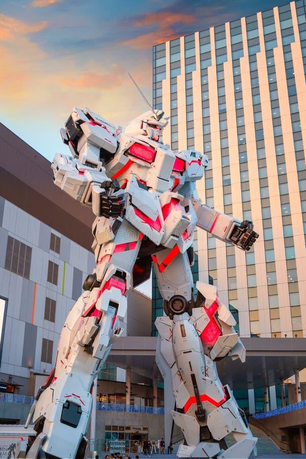 Ware grootte Mobiel kostuum rx-0 Unicorn Gundam bij Duiker City Tokyo Plaza in Tokyo, Japan royalty-vrije stock foto's
