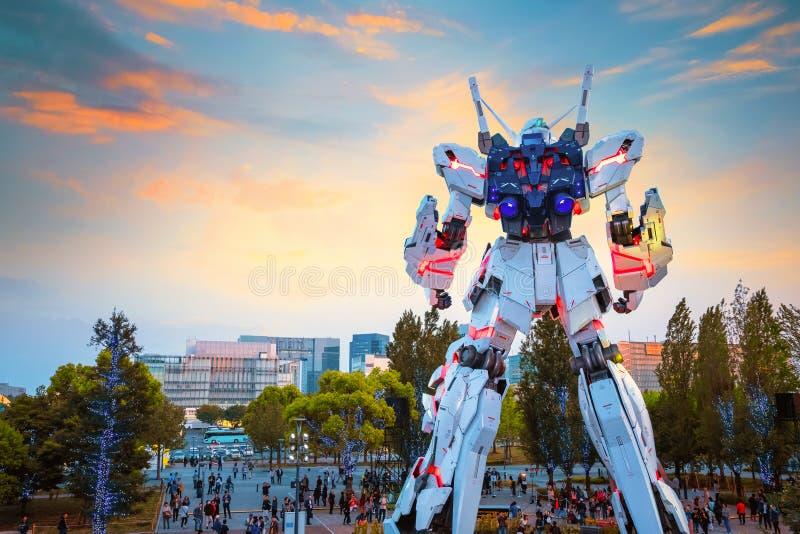 Ware grootte Mobiel kostuum rx-0 Unicorn Gundam bij Duiker City Tokyo Plaza in Tokyo, Japan stock fotografie
