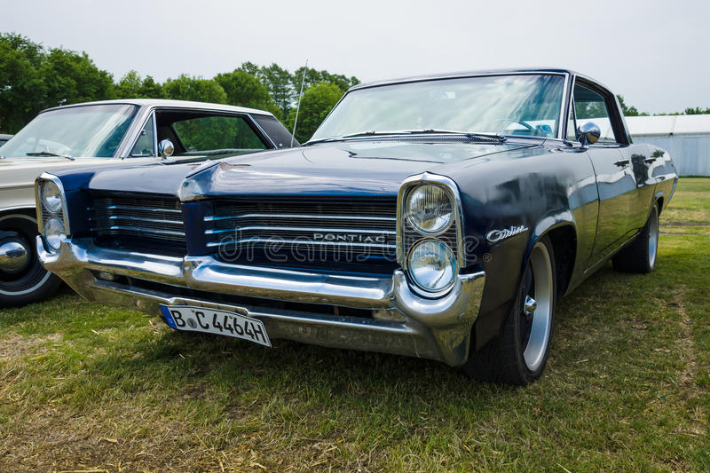 Ware grootteauto Pontiac Catalina royalty-vrije stock foto