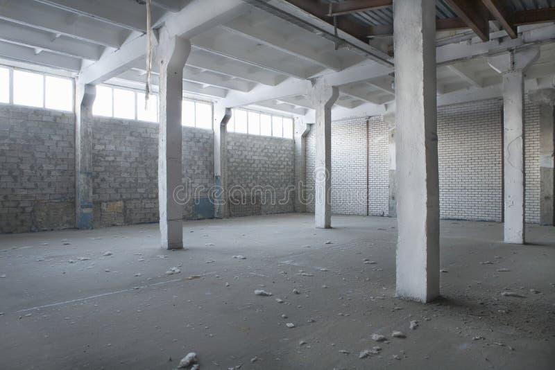 Warehouse abandonado vacío foto de archivo libre de regalías