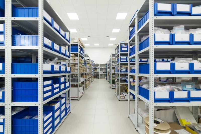 Warehouse de los componentes para la industria de electrónica imagen de archivo libre de regalías