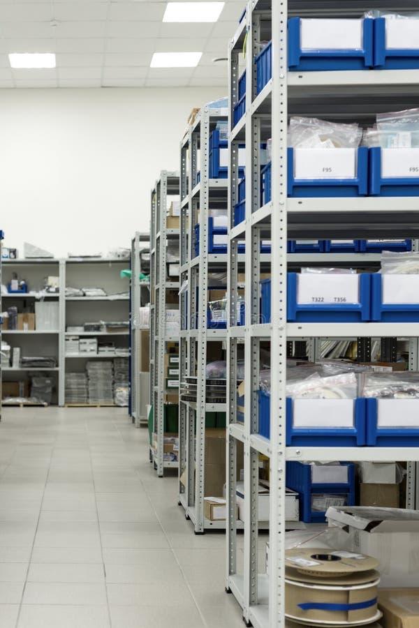 Warehouse de los componentes para la industria de electrónica foto de archivo
