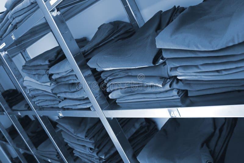 Warehouse del uniforme médico en hospital fotos de archivo libres de regalías
