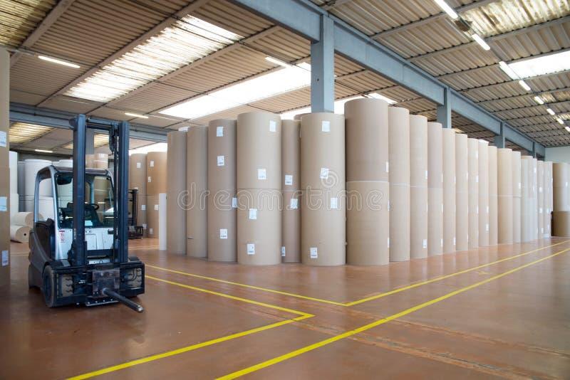 Warehouse (papel y cardoboard) en el molino de papel imagen de archivo libre de regalías