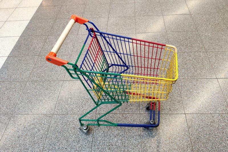Warenkorb Konzept: Einkaufen, Einzelverkauf stockfotografie