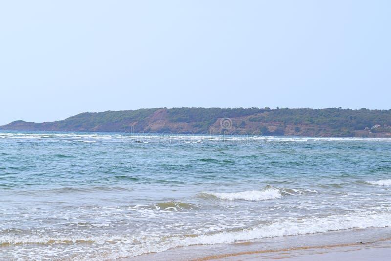 Warestrand - en fridfull och ursprunglig strand i Ganpatipule, Ratnagiri, Maharashtra, Indien royaltyfri fotografi