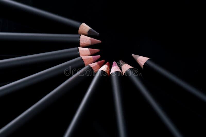 Warga liniowa ołówki na Czarnym tle obrazy stock