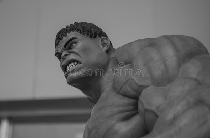 Warkliwy twarz wizerunek Nieprawdopodobna hulk statua na zewnątrz zakupy centrum handlowego w Tajlandia zdjęcia stock