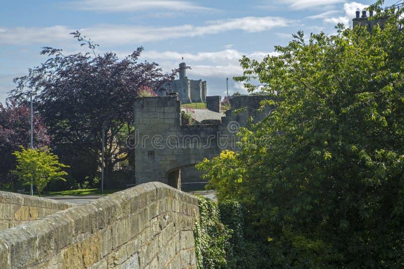 Warkworth и замок Warkworth стоковая фотография