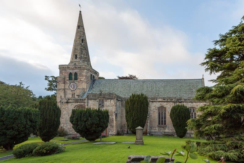WARKWORTH NORTHUMBERLAND/UK - 14-ОЕ АВГУСТА: Церковь Св. Лаврентия стоковое фото