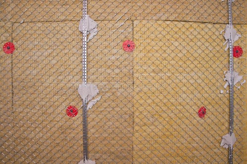 Warme die muur met steenwol wordt geïsoleerd royalty-vrije stock fotografie