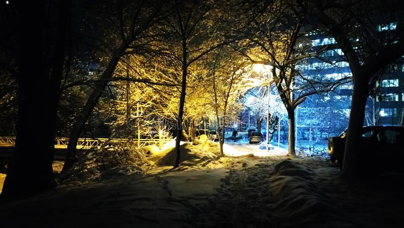 Warme en koude sneeuw in de winter stock afbeelding