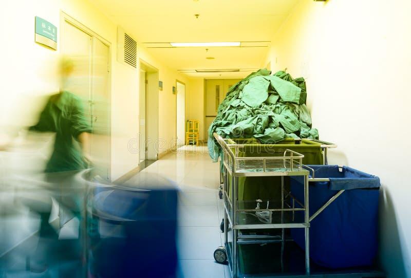 Warme het licht-ziekenhuisgang royalty-vrije stock afbeelding