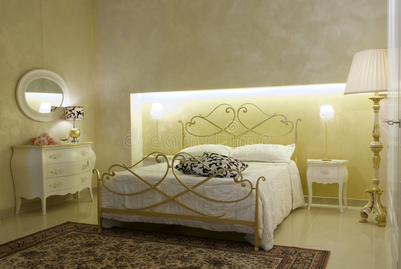 Warme Slaapkamer Koelen : Warme klassieke slaapkamer stock afbeelding afbeelding bestaande