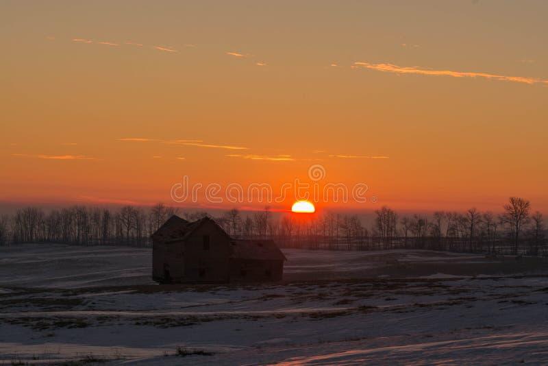 Warme Reflexionen auf einem alten Bauernhaus lizenzfreies stockbild