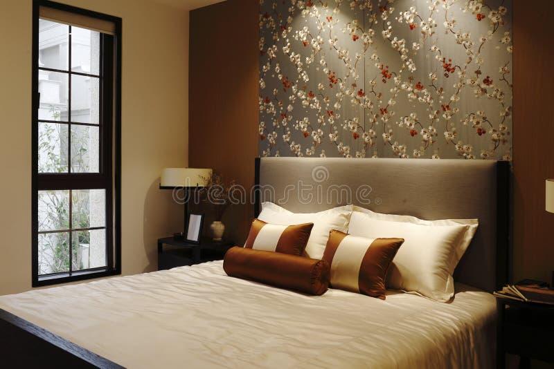 Warme slaapkamer stock foto. Afbeelding bestaande uit frames - 52444970