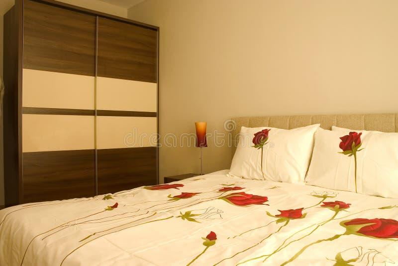 Warme slaapkamer stock afbeelding. Afbeelding bestaande uit modern ...