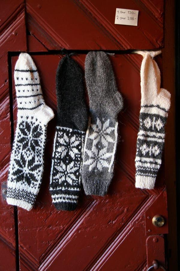 Warme Wollen stricken Socken mit der Hand stockfotografie