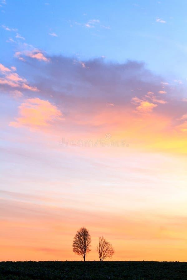 Warmer bayerischer Frühlings-Sonnenaufgang stockbild