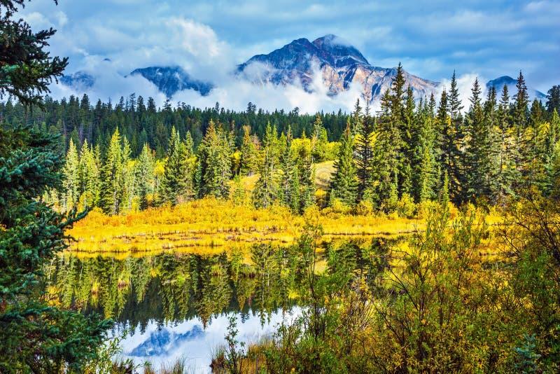 Warmer Herbsttag in Park Jaspis stockbild