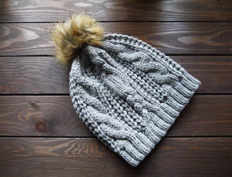 Warmer Hut des Winters lizenzfreie stockfotos