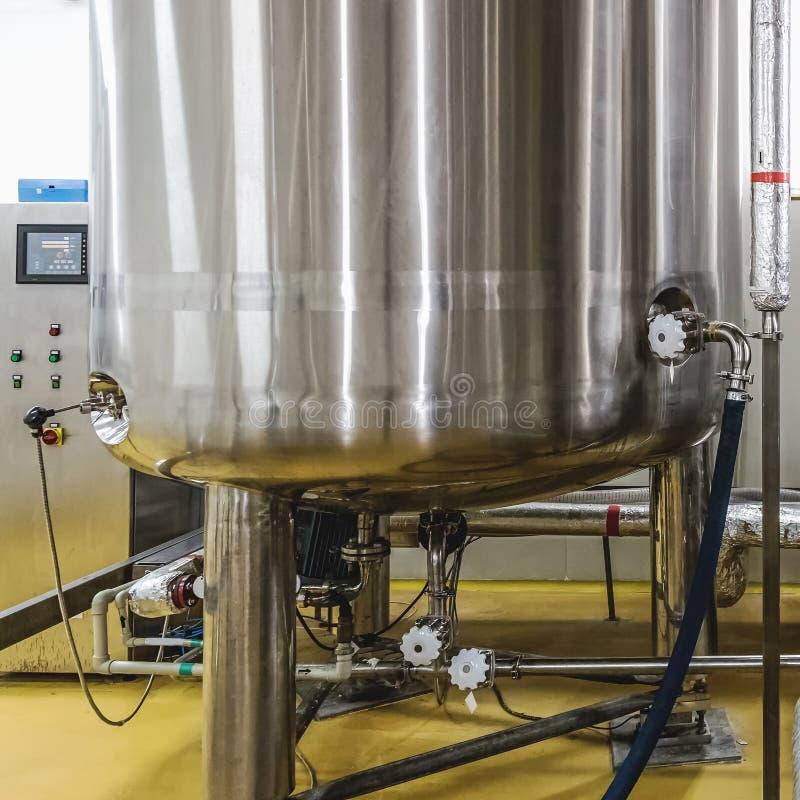 Warmwasserboiler oder Behälter stockfoto