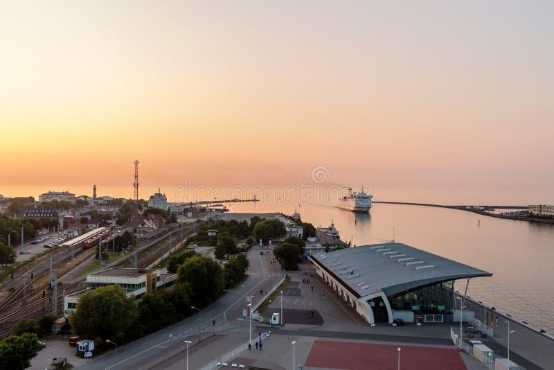WARNEMUNDE, NIEMCY - OKOŁO 2016: Warnemà ¼ nde jest Niemieckim portowym miasteczkiem na morzu bałtyckim, blisko Rostock fotografia royalty free